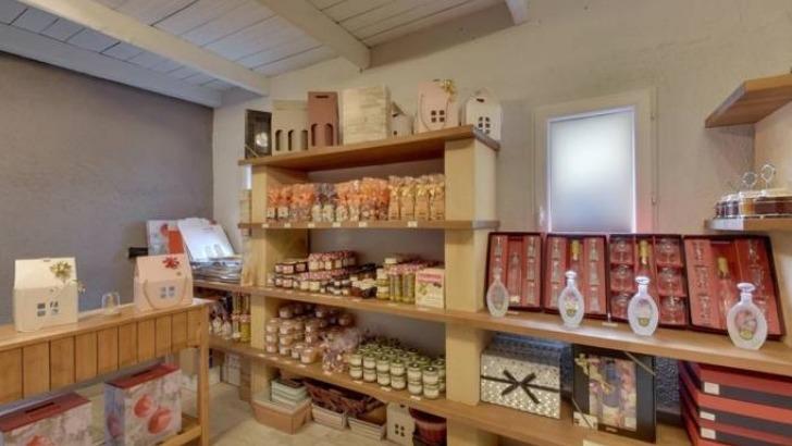 domaine-du-stromberg-a-petite-hettange-dispose-d-un-espace-cadeaux-sont-proposes-differents-produits-du-terroir