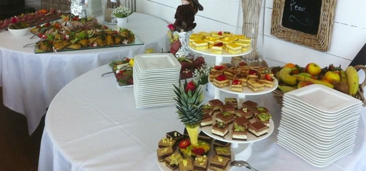 un-buffet-au-restaurant-maison-sur-eau-a-barbatre-sur-ile-de-noirmoutier