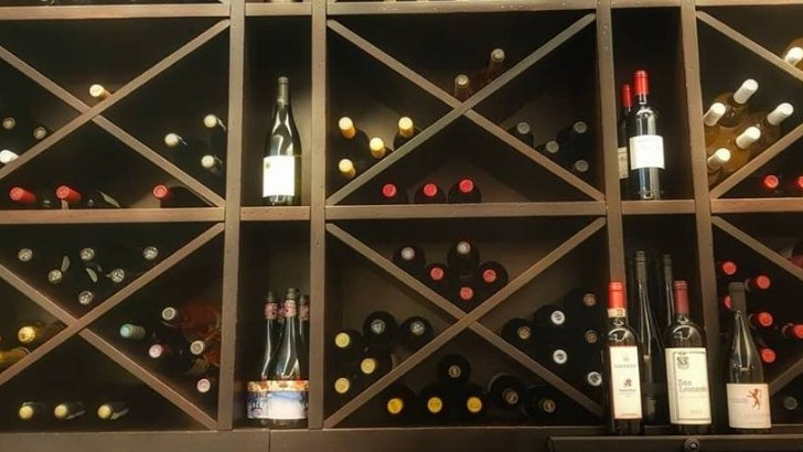 bistrot-de-charlotte-a-geneve-dispose-d-une-riche-cave-a-vins