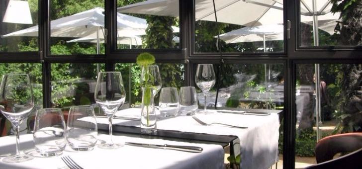 terrasse-restaurant-petit-jardin-a-montpellier-cuisine-mediterraneenne-recompensee-d-une-assiette-au-guide-michelin