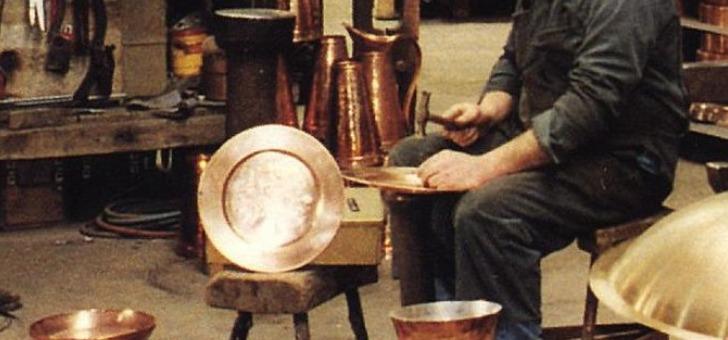 atelier-du-cuivre-a-villedieu-poeles-specialiste-dans-art-de-dinanderie-et-du-cuivre-decoratif