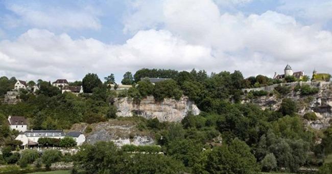 appreciez-sublime-vue-pont-de-ouysse-donne-sur-valllee-dordogne