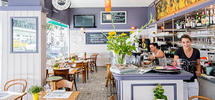 cafe-des-sources-a-geneve-serez-accueilli-chaleureusement-par-une-equipe-souriante