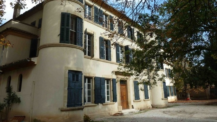 chateau-de-clapier-domaine-a-pris-toutes-dispositions-necessaires-pour-accueillir-dans-regles-amateurs-de-vins-et-de-grand-air