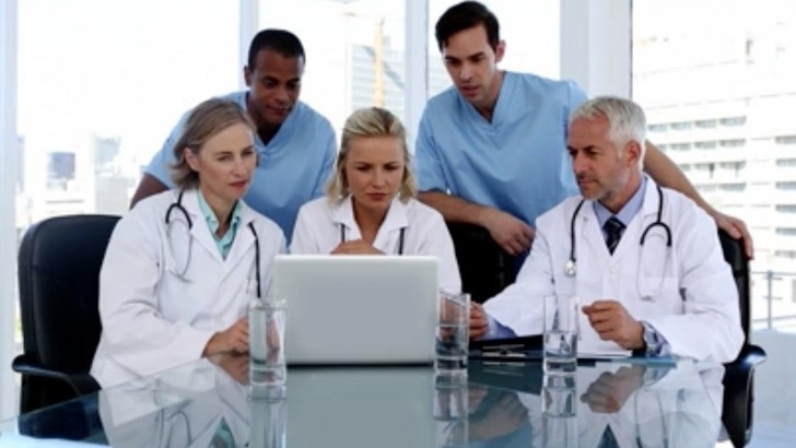 swissmedcall-a-echallens-suisse-expertise-d-une-equipe-medicale