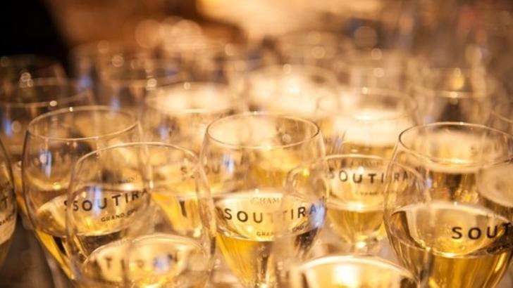 champagne-soutiran-des-elevages-cuves-inox-et-futs-de-chene-procurent-une-richesse-aromatique-aux-vins
