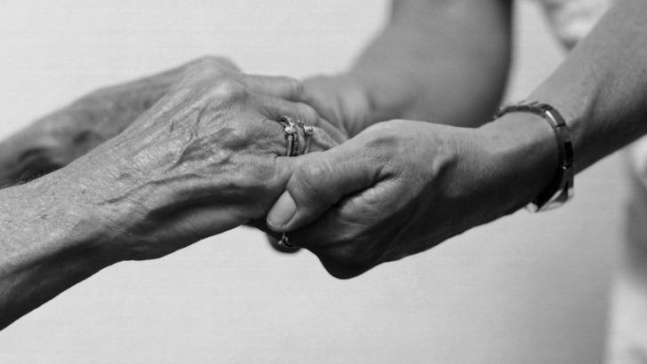 pour-etre-bien-chez-a-saint-denis-reunion-au-plus-pres-des-seniors-et-des-personnes-perte-d-autonomie
