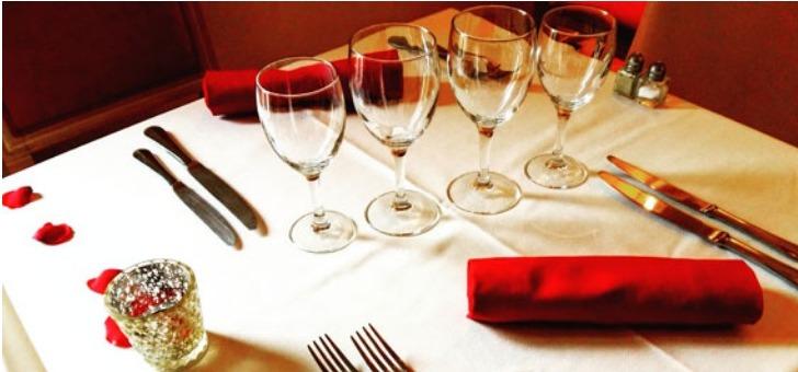 restaurant-les-jardins-de-l-orangeraie-a-roquebrune-la-salle-et-une-ambiance-chic-et-chaleureuse