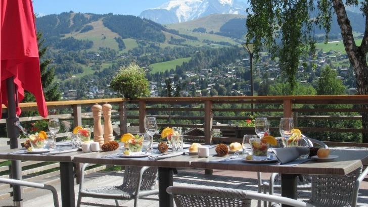 mont-blanc-oxygene-a-megeve-un-sejour-oxygene-pour-aidants-et-personne-qu-accompagnent-ici-une-belle-vue-depuis-terrasse-du-grands-monts