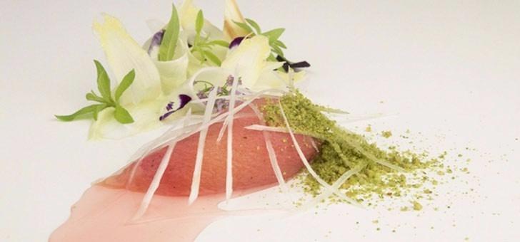 pe-che-ro-tie-asperges-blanches-pistache-respect-des-produits-savoir-faire-dans-composition-justesse-des-gouts-au-restaurant-sens-uniques-a-paris-18