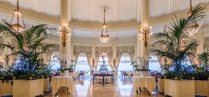 restaurant-villa-eugenie-hotel-du-palais-a-biarritz-cuisine-gastronomique-etoilee-michelin-un-cadre-somptueux-et-historique