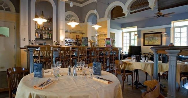 hotel-des-sept-tours-dispose-2-restaurants-gourmet-et-brasserie