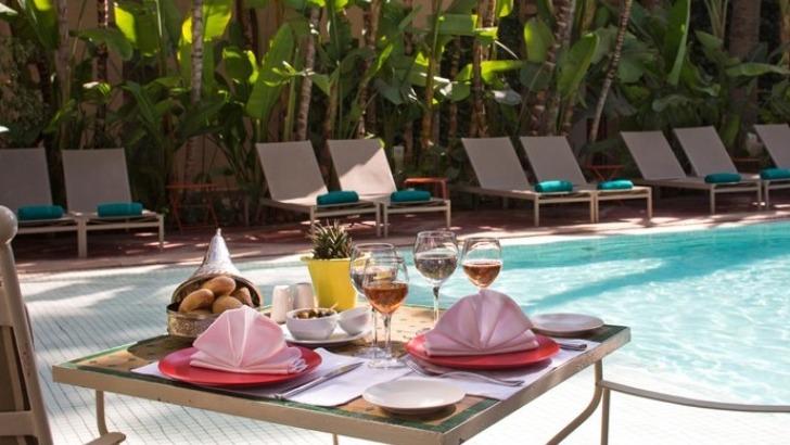 chaque-repas-de-journee-possede-sa-propre-carte-et-horaire-est-important-afin-de-profiter-au-mieux-de-luxuriance-du-jardin