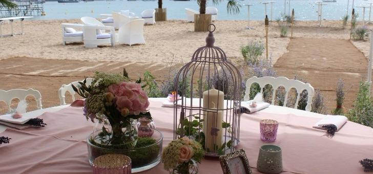 restaurant-a-cannes-plage-royale-prenez-un-repas-au-bord-de-plage