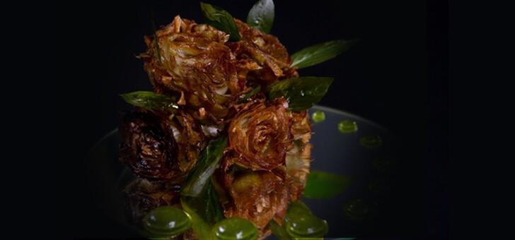 plat-delicieux-avec-artichauts-du-chef