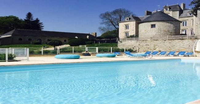 hotel-restaurant-du-manoir-du-kerhuel-a-ploneour-lanvern-a-10-minutes-de-quimper-piscine-campagne-du-finistere-a-proximite-de-mer