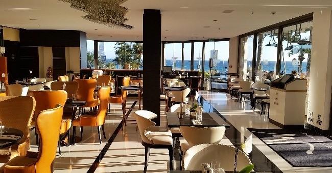 situe-plein-coeur-plus-celebre-croisette-monde-jw-grill-cannes-de-hotel-marriott-jouit-environnement-de-reve