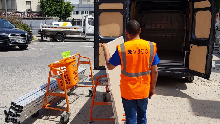 vuac-a-paris-une-solution-fiable-pour-transport-d-objets-ici-utilisation-d-equipements-de-pointe