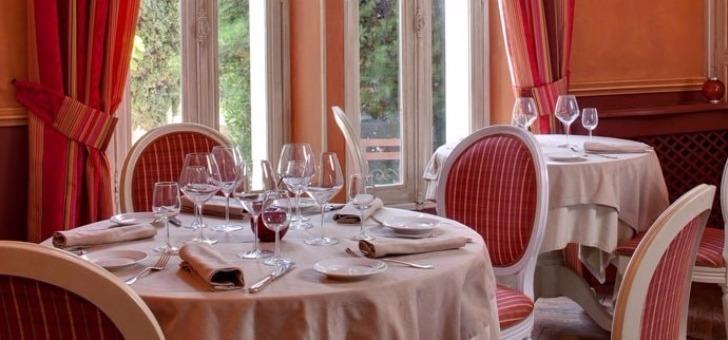 La salle à manger du Restaurant du Château des Fines Roche à Châteauneuf-du-Pape, un lieu d'exception et authentique du terroir de la région