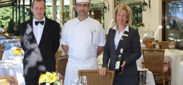 restaurant-victoria-a-glion-un-personnel-accueillant-reste-a-votre-ecoute