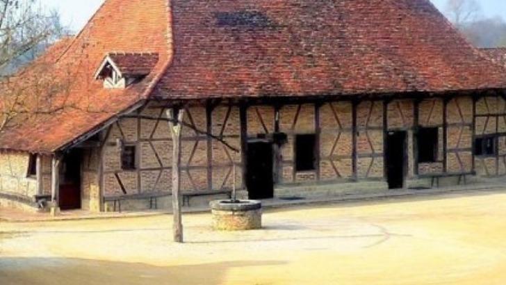 grange-rouge-a-chapelle-naude-un-programme-culturel-base-sur-echange-et-rencontre