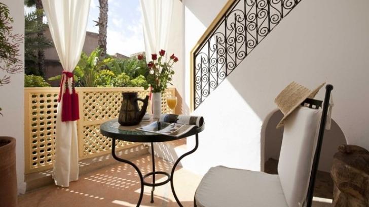derriere-hauts-murs-des-jardins-de-medina-cache-histoire-d-un-des-authentiques-riads-de-marrakech-autrefois-destine-a-villegiature-de-familles-nobles-ayant-laisse-empreinte-de-art-de-vivre-andalou