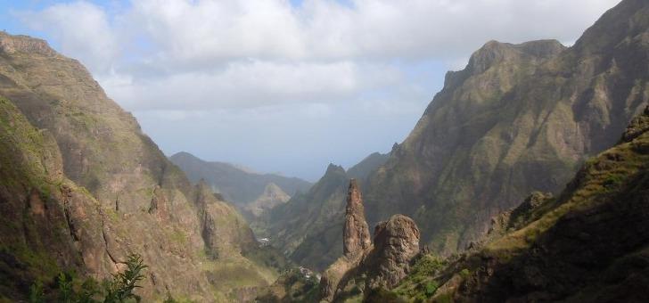agence-sur-hauteurs-des-voyages-a-pied-pour-decouvrir-plus-beaux-massifs-du-monde