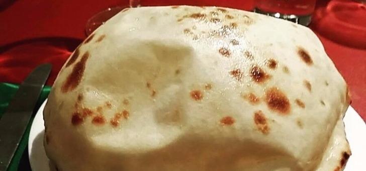 restaurant-saveurs-de-inde-a-vannes-dans-morbihan-cuisine-indienne-plat-de-naan