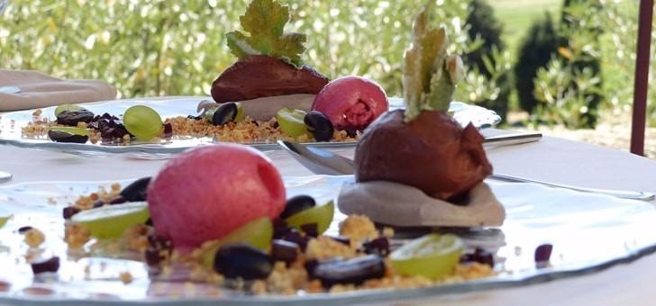 cuisine-gastronomique-et-de-provence-est-recompensee-au-restaurant-du-chateau-des-fines-roches-plusieurs-fois-cite-par-avis-et-recommandations-des-guides-michelin-tripadvisor-et-de-fourchette