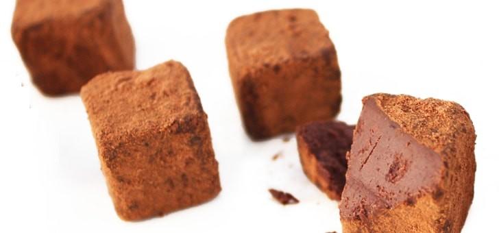 des-truffes-au-chocolat-cru