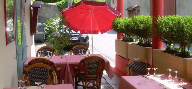 terrasse-du-restaurant-auberge-d-ayze-a-ayze-saveurs-et-plats-de-savoie