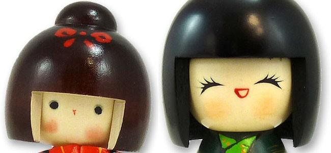 kokeshis-sont-une-des-nombreuses-poupees-traditionnelles-japonaises-originaires-de-tohoku-au-nord-du-japon-kokeshi-ont-ete-creees-a-plus-de-150-ans