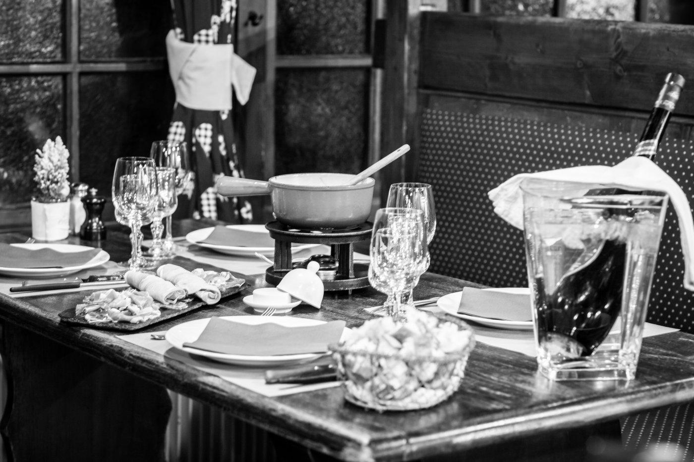 etale-a-morzine-certains-plats-sont-elabores-a-minute-devant-convives