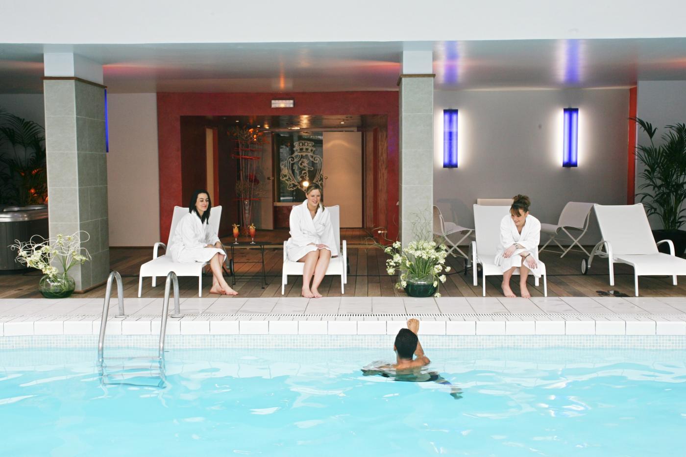 chateau-de-montvillargenne-piscine