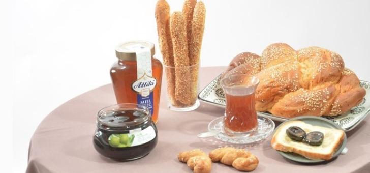 markar-a-clamart-trouvez-de-faire-un-bon-petit-dejeuner-entre-confitures-et-miels-grecs-cafe-mouture-orientale-et-brioches-armeniennes-tcheurek