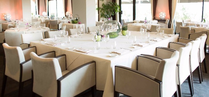 table-seminaire-pour-entreprise-repas-entre-amis-famille-au-z-restaurant-a-roquebrune-sur-argens
