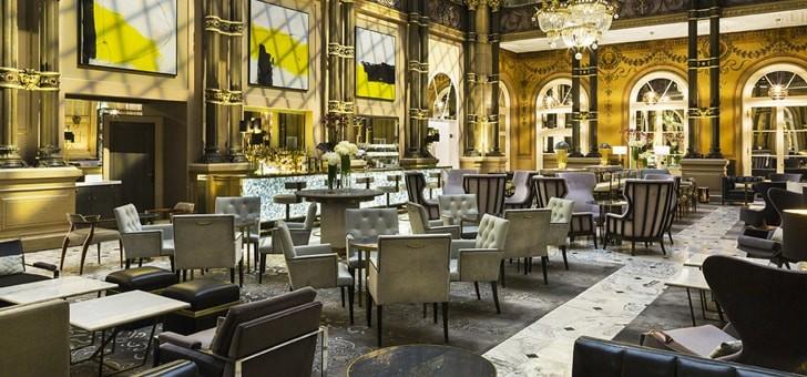 grand-salon-accueille-7-h-30-un-petit-dejeuner-viennoiseries-yaourts-cereales-fruits-boissons-sont-a-honneur-bien-commencer-votre-journee