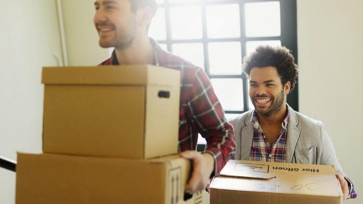 produits-d-emballage-proposes-sont-du-carton-standard-du-carton-livre-du-carton-assiette-des-caisses-de-demenagement-et-du-rouleau-adhesif