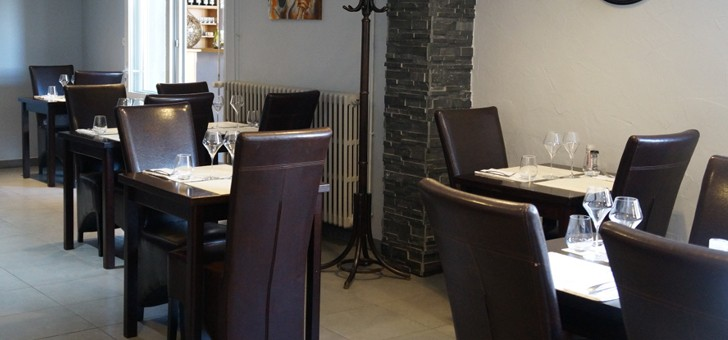 restaurant-brasserie-eclusiers-a-henridorff-pierres-apparentes-donnent-du-cachet-a-salle
