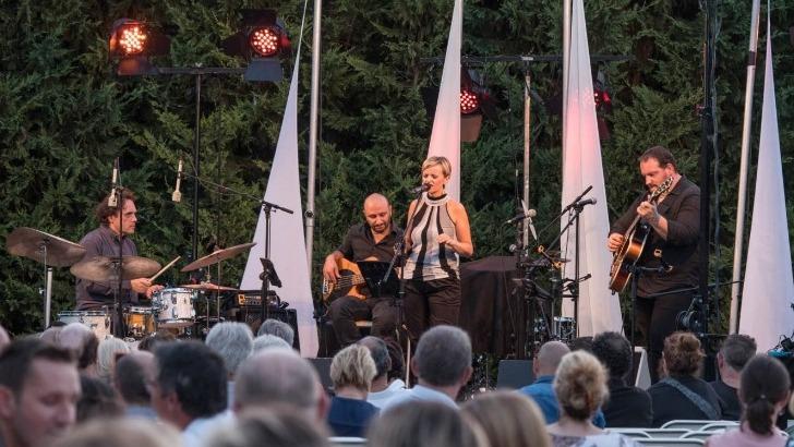 snc-terre-de-mistral-a-rousset-festival-vinomusic-est-un-rendez-incontournable-des-melomanes