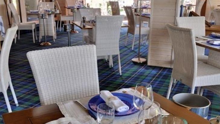 hotel-restaurant-fleur-de-sel-a-noirmoutier-ile-une-decoration-soignee-et-epuree