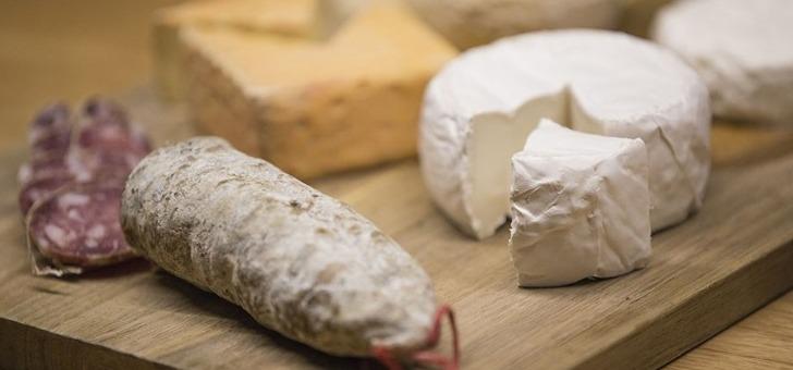 terra-bacchus-a-paris-des-fromages-d-origine-francaise-et-a-fabrication-artisanale