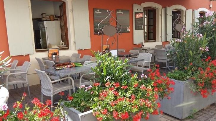 restaurant-vauban-a-huningue-une-jolie-terrasse-fleurie