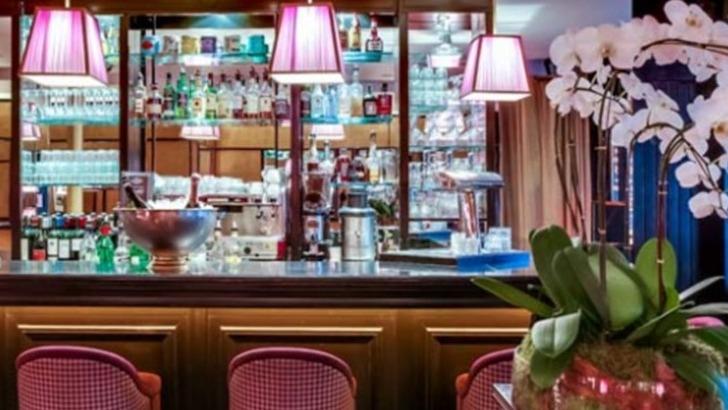 restaurant-envue-paris-des-moments-conviviaux-entre-amis-collegues-autour-d-un-bar