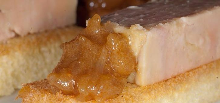 foie-gras-restaurant-la-grange-aux-dimes-a-wissous-dans-l-essonne-cuisine-gastronomique-francaise-et-du-terroir-une-assiette-au-michelin