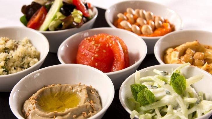 salade-de-mezzes-libanais-marocains-restaurant-jardins-de-medina