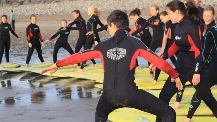 echanges-franco-irlandais-une-occasion-pour-apprendre-a-surfer