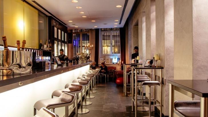 endroit-est-aux-antipodes-d-une-brasserie-traditionnelle-coude-a-coude-architecture-et-gastronomie-rencontrant-de-maniere-exceptionnelle