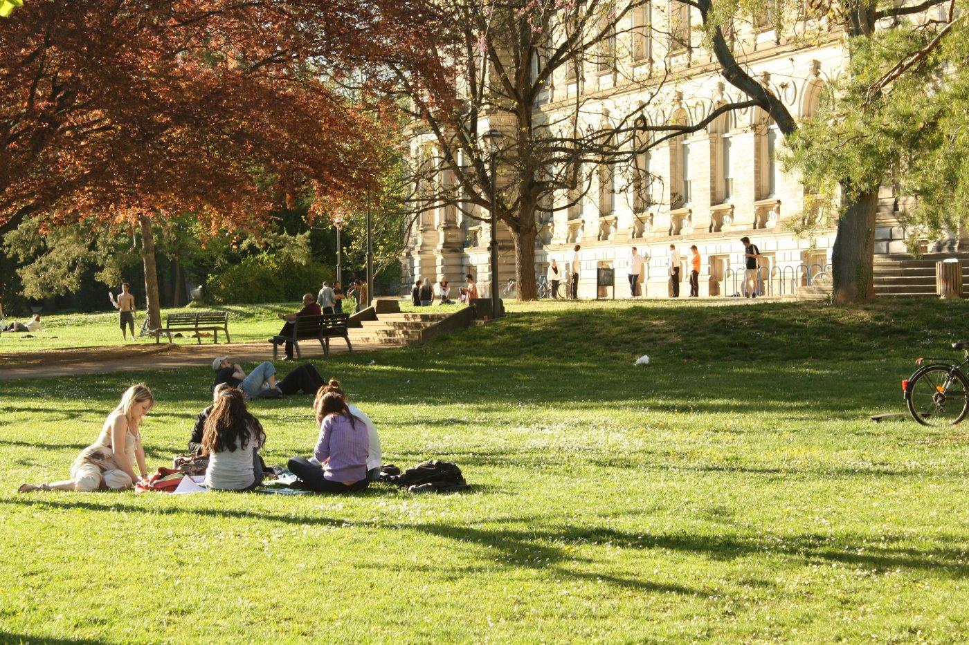 jardins-du-palais-universitaire