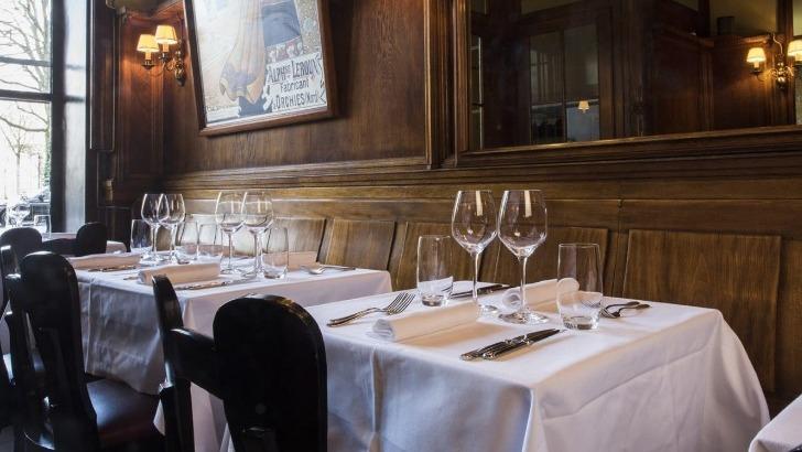 restaurant-marjolaine-a-geneve-une-belle-ambiance-retro-ramene-dans-debuts-du-xxe-siecle